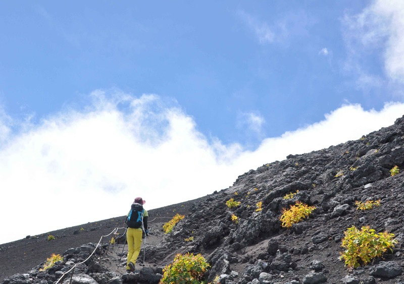 須走口から富士山頂をめざす。天気がよかったのはこのあたりまで・・・