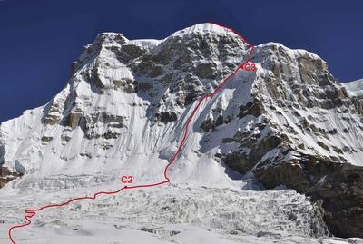 アウトライアー南西壁の登攀ライン