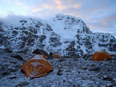 雪化粧したC1(標高約5600m)