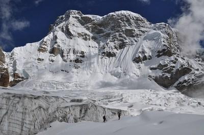 氷原の奥南西壁の取り付き手前付近をC2予定地とした