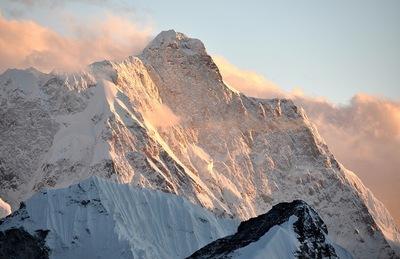 標高6000m付近から見た夕照に輝くジャヌー北壁