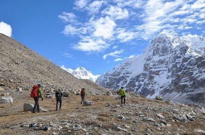 C1へのルートの途中から高所順応のために標高5700m地点へ