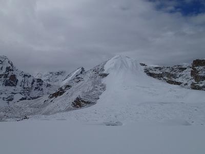 C2からブロークン氷河の大氷原とC1方向を見下ろす