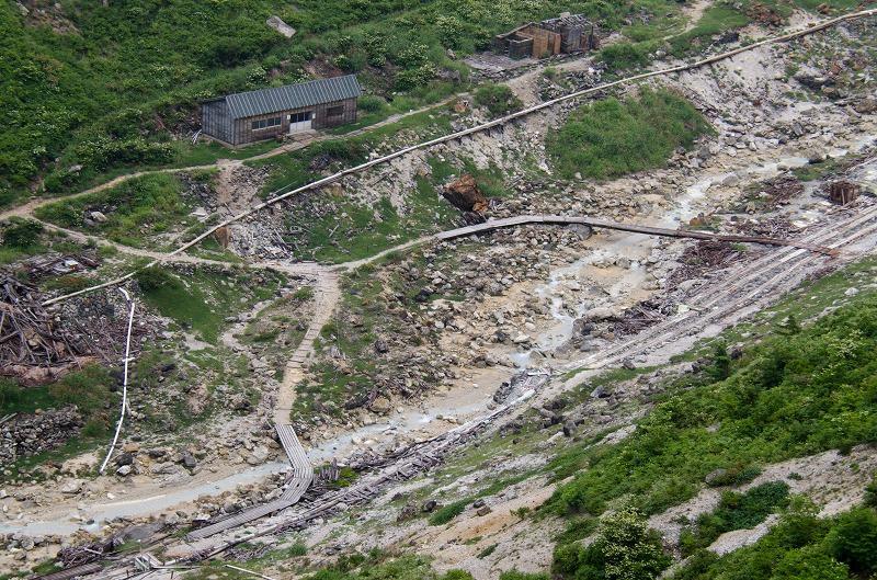 e4f18a0808 廃坑となっている湯の華採取場(写真=福井美津江) ...